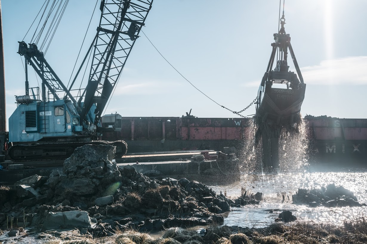 Barge & clamshell undertaking habitat restoration on Sturgeon Bank